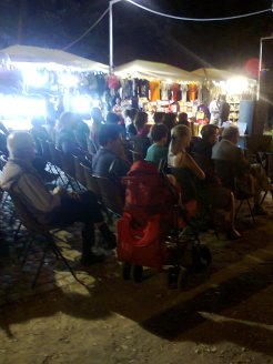 Altra serata, lungo il suk ad ascoltare